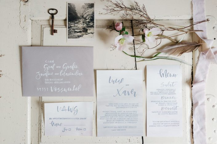 Moderne Kalligrafie, Handlettering Ute Schmidt: Briefumschläge, Menükarte für Hochzeit