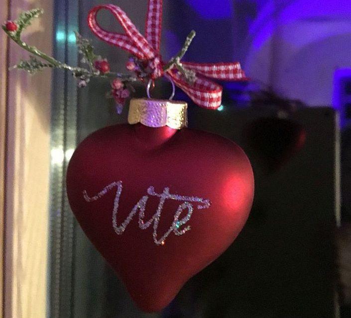 Moderne Kalligrafie, Handlettering Ute Schmidt: Weihnachtskugel in Herzform